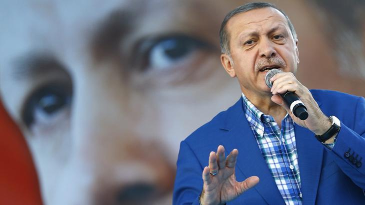 Erdogan während einer Rede vor Anhängern im türkischen Gaziantep am 28. August 2016; Foto: picture-alliance/dpa/S. Suna