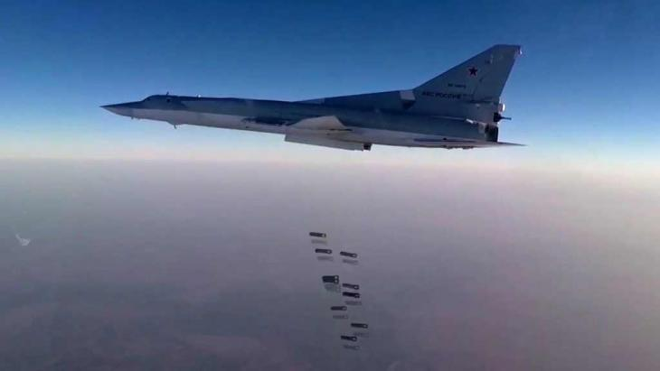 Russisches Kampfflugzeug Tu-22M3 bombardiert Aleppo; Foto: picture-alliance/dpa/Russian Defence Ministry Press Service