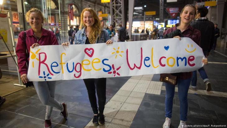 """Eine selbstbewusste Antwort auf rechte Parolen wie """"Ausländer raus""""; Foto: dpa/picture-alliance"""