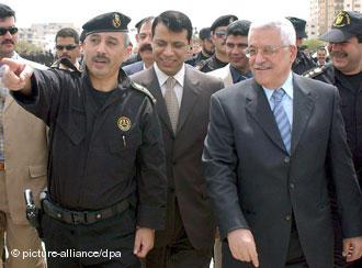 Mahmud Abbas und Mohammed Dahlan am 7. April 2007 im Gazastreifen; Foto: picture-alliance/dpa