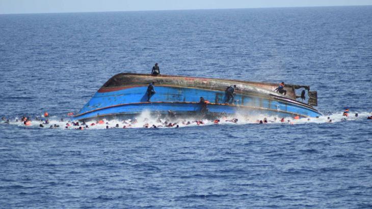 Bootsflüchtlinge im Mittelmeer; Foto: Reuters/Marina Militare