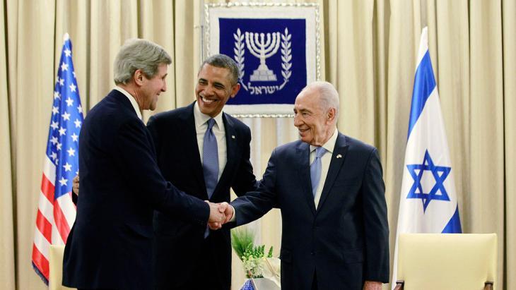 US-Präsident Barack Obama und US-Außenminister John Kerry im März 2013 zu Besuch bei  Schimon Peres in Jerusalem; Foto: Reuters