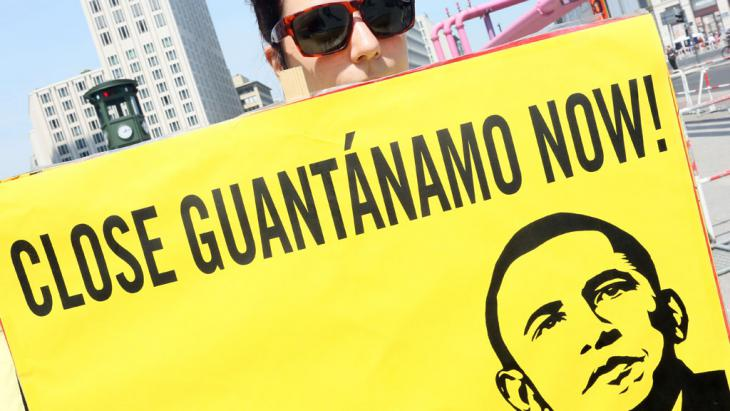 Berliner Proteste gegen Guantanamo Bay; Foto: picture-alliance/dpa/S. Pilick