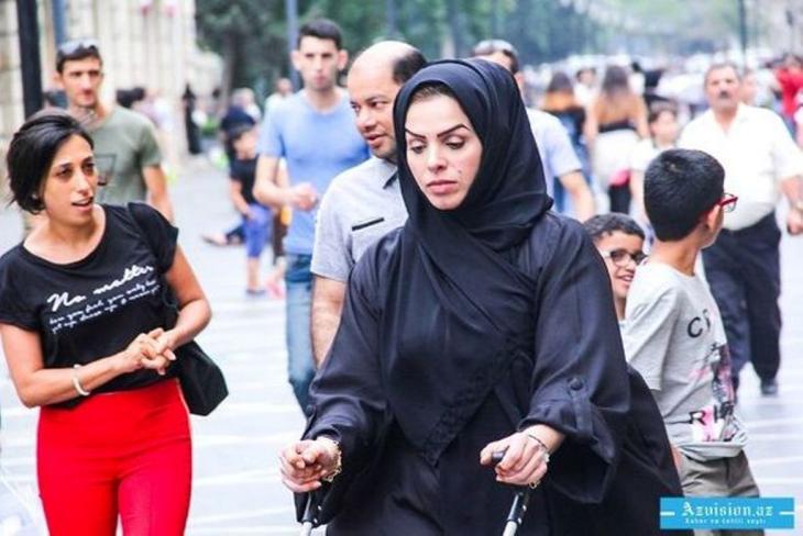 Iranische Touristin mit Tschador in Baku; Foto: azvision.az