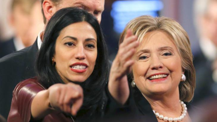 Huma Abedin (l.) und Hillary Clinton; Foto: Reuters