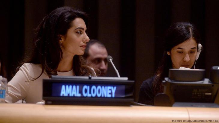 Rechtsanwältin Amal Alamuddin Clooney und Nadia Murad wollen den IS vor den internationalen Strafgerichtshof bringen; Foto: picture-alliance/abacapress
