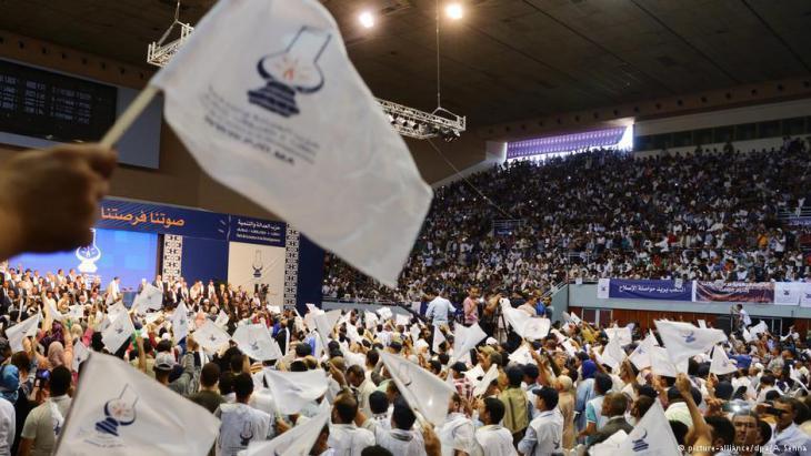 """Wahlveranstaltung der """"Partei für Gerechtigkeit und Entwicklung"""" (PJD); Foto: dpa/picture-alliance"""