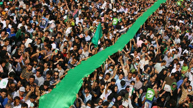 """Kundgebungen der """"Grünen Bewegung"""" in Teheran im Juni 2009; Foto: Getty Images"""