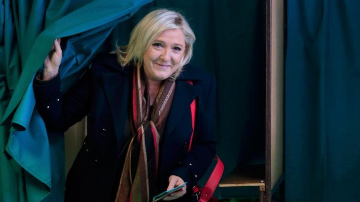 Marine Le Pen bei der zweiten Runde der Regionalwahlen 2015 in Frankreich; Foto: Reuters/P. Rossignol