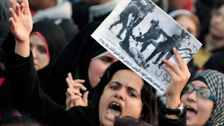 Proteste von Frauen in Kairo gegen Polizeigewalt in Ägypten während des Arabischen Frühlings
