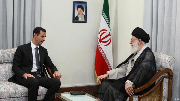 Syriens Präsident Baschar al-Assad während eines Staatsbesuchs bei Irans Revolutionsführer Ali Khamenei in Teheran; Foto: AP