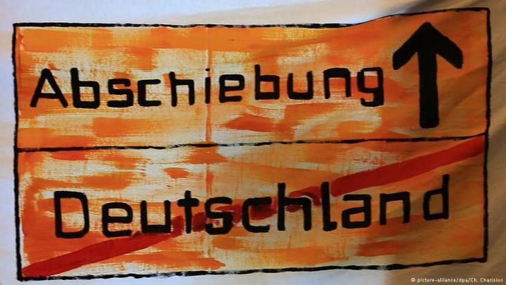Protest-Transparent von Flüchtlingen in Hamburg; Foto: picture-alliance/dpa