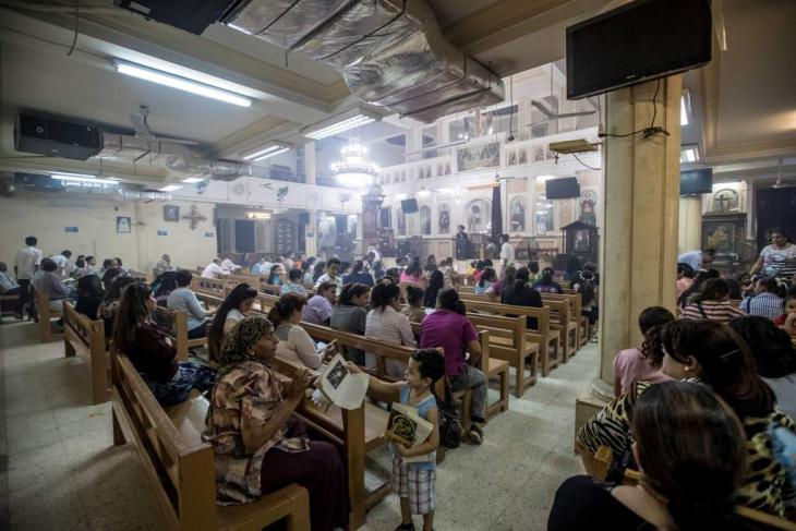 Kopten bei einem Gottesdienst in einer ehemaligen Fabrikhalle; Foto: