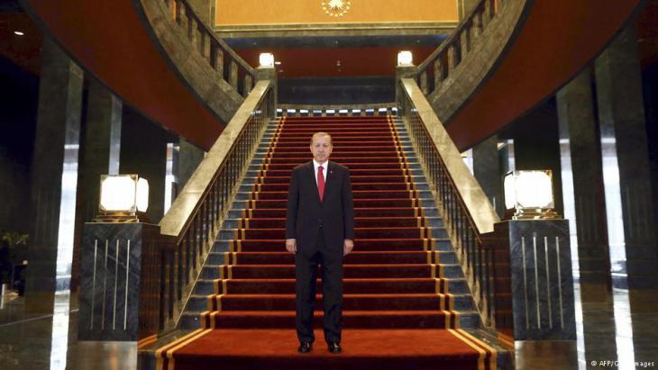 Erdoğan in seinem neuen Ak Saray Präsidentenpalast in Ankara; Foto: AFP/Getty Images