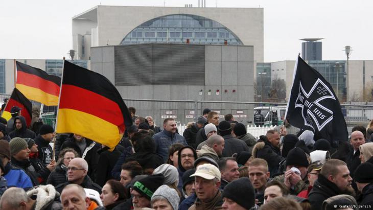 Rechtsnationalisten demonstrieren in der Nähe des Kanzleramts in Berlin; Foto: Reuters