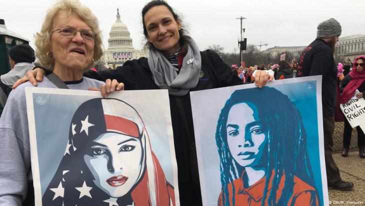 Demonstrantinnen in Washington protstieren gegen Donald Trump; Foto: