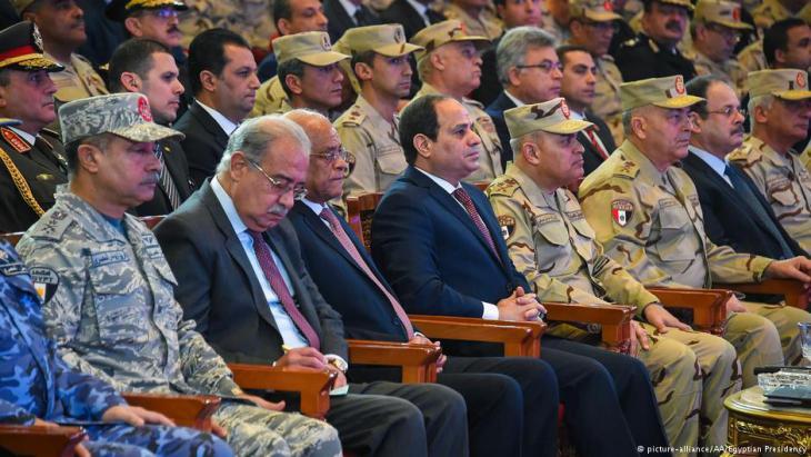 Ägyptens Staatschef Al-Sisi auf einer Symposiumsveranstaltung gegen den Terrorismus in Kairo; Foto: picture-alliance