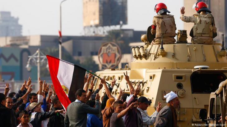 Solidaritätsbekundungen gegenüber dem Militär auf dem Tahrir-Platz in Kairo; Foto: Reuters