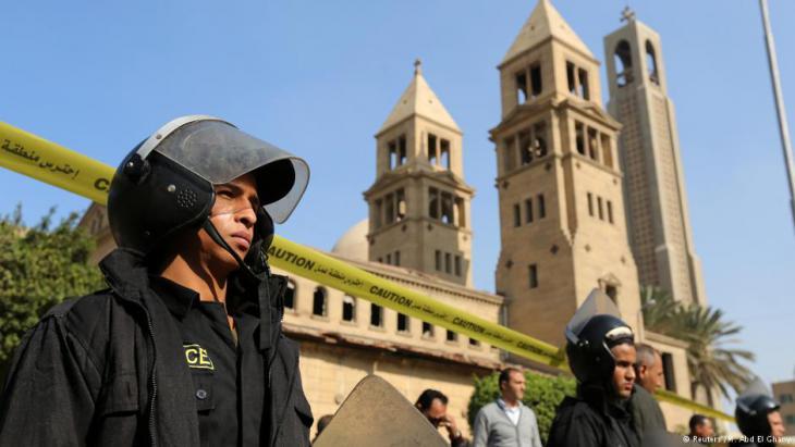 Vond er Polizei bewachte koptische Kirche in Kairo; Foto: Reuters