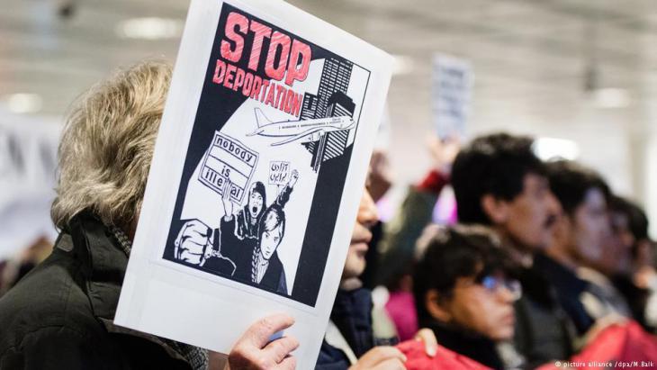 Proteste gegen Abschiebungen am Flughafen München; Foto: picture-alliance/dpa