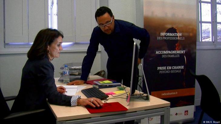 Imam Fouad Saanadi im Büro des CAPRI-Projekts in Bordeaux; Foto: DW