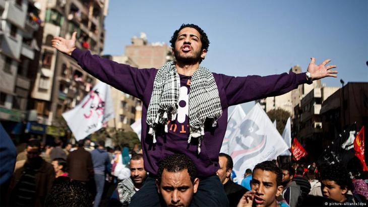Die Revolutionsjugend demonstriert gegen die Repression des Militärs in Ägypten Foto: Picture Alliance/DPA