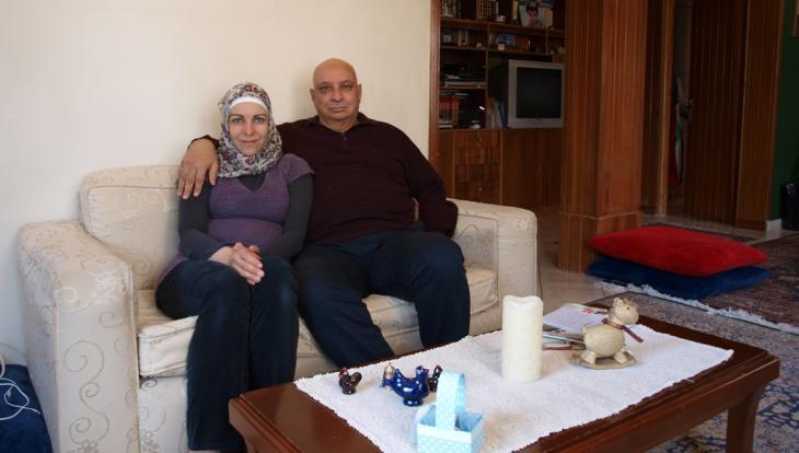 Naim Elghandour und seine Frau Anna in ihrer Wohnung in Athen; Foto: Mey Dudin