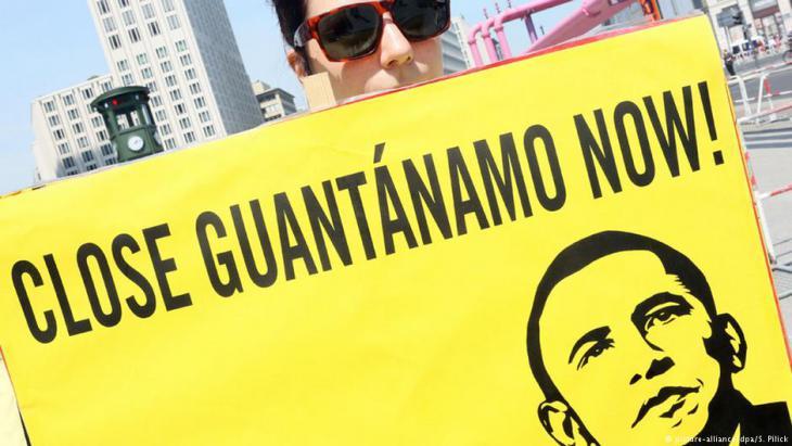Demonstranten in den USA fordern die Schließung des Gefangenenlagers Guantanamo; Foto: picture-alliance/dpa