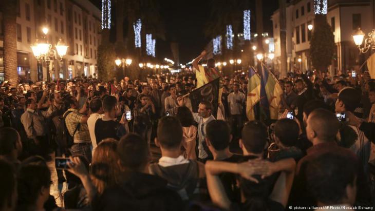 Proteste in Rabat für mehr Demokratie und soziale Gerechtigkeit Ende Mai 2017; Foto: picture-alliance/AP