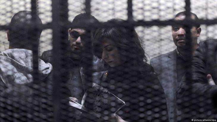 Mitarbeiter nicht registrierter NGOs am Tag ihres Prozesses in Kairo, 26.02.2012; Foto: EPA/MOHAMED OMAR/dpa
