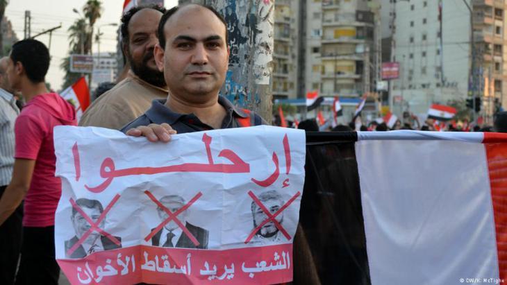 Gegner Mursis auf dem Tahrir-Platz in Kairo nach dem Militärputsch 2013; Foto: DW