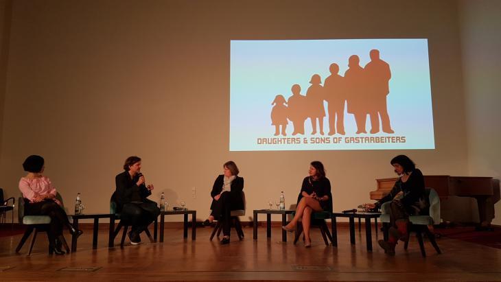 "Lesung des Autorenkollektivs ""Daughters and Sons of Gastarbeiters"" in Berlin; Foto: Ceyda Nurtsch"