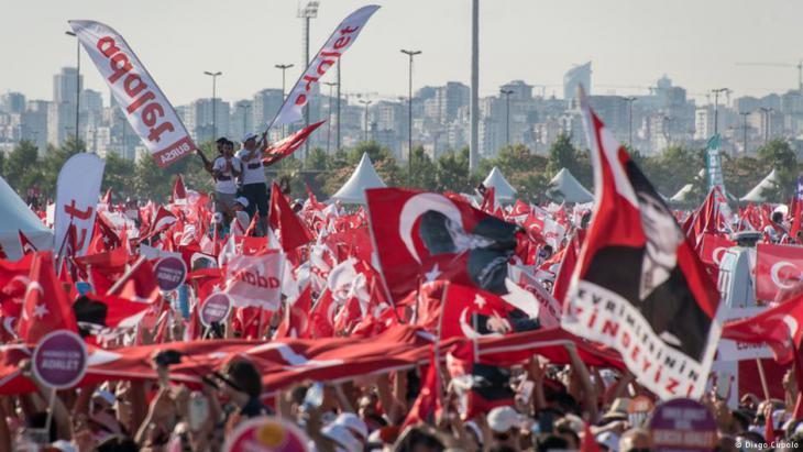 """Kundegebung der Initiatoren des """"Marsches für die Gerechtigkeit""""; Foto: Diego Cupolo"""