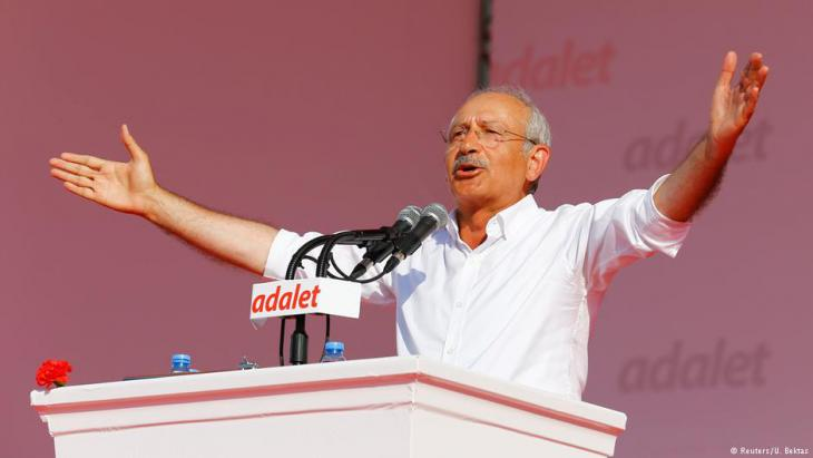 """Kemal Kiliçdaroğlu während einer Kundgebung im Rahmen des """"Marsches für die Gerechtigkeit""""; Foto: Reuters"""