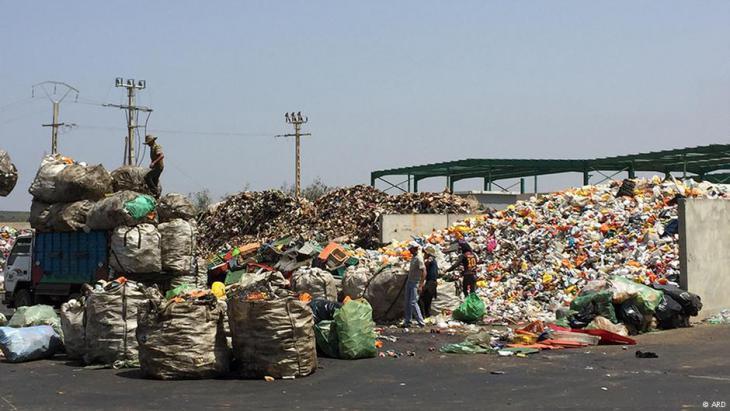 """Müllrecycling der Gruppe """"Attawafouk""""; Foto: ARD"""