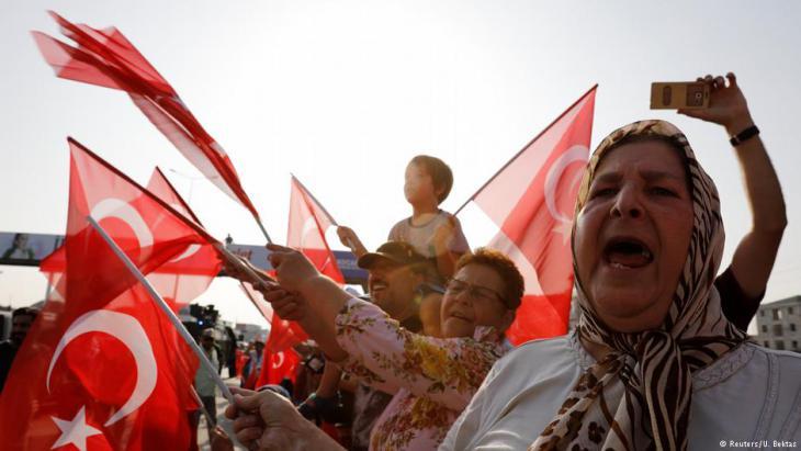 """CHP-Anhänger während des """"Marsches für Gerechtigkeit"""" im türkischen Berberoglu; Foto: Reuters"""