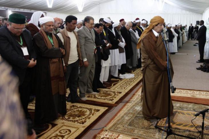 Muammar al-Gaddafi im Februar 2011 während des Gebets in Tripolis anlässlich des Geburtstags des Propheten; Foto: Reuters