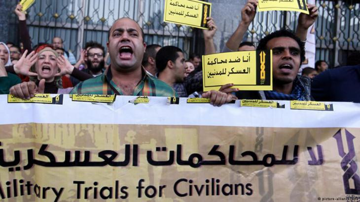 Proteste gegen Militärgerichte in Kairo; Foto: picture-alliance
