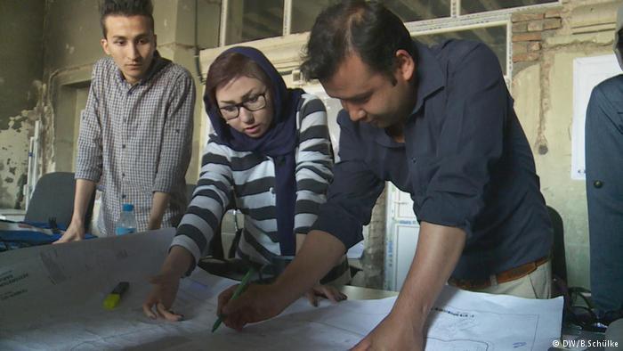 Für Masouma Delijam ist der Wiederaufbau eine Herzensangelegenheit. Foto: DW/B.Schülke