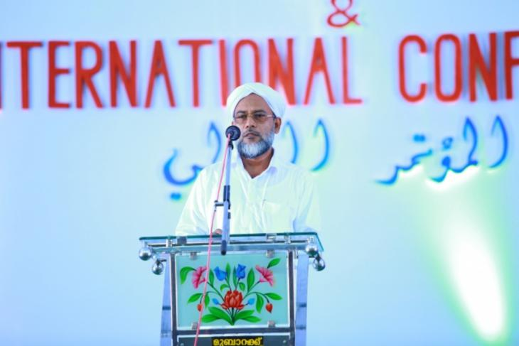 Scholar and education activist Abdul Hakeem Faizy speaks at the Wafy International Conference on Multiculturalism and World Peace (source: YouTube)