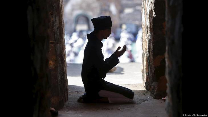 Betender Muslim in der Feroz Shah Kotla Moschee in Neu Delhi; Foto: Reuters