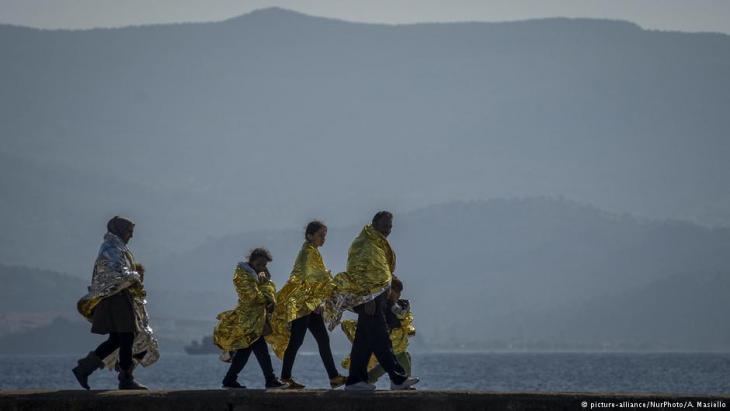 Syrische Flüchtlinge nach ihrer Ankunft auf der griechischen Insel Lesbos; Foto: picture-alliance