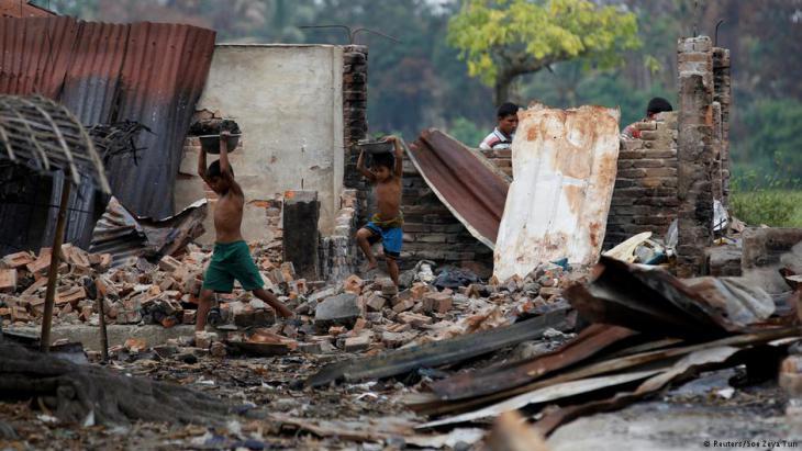 Ausgebranntes Rohingya-Dorf in Maugndaw; Foto: Reuters