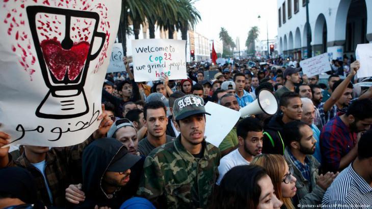 Proteste gegen den Tod eines Fischverkäufers in Al-Hoceima; Foto: dpa/picture-alliance