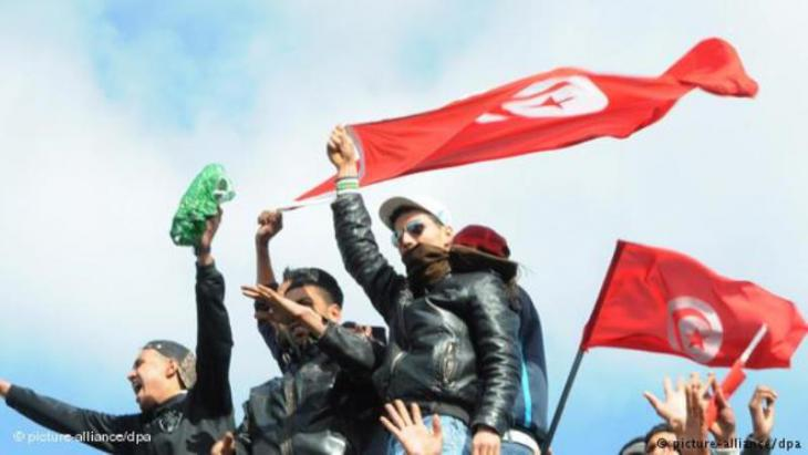 Tunesische Demonstranten protestieren gegen das Ben-Ali-Regime in Tunis; Foto: dpa/picture-alliance
