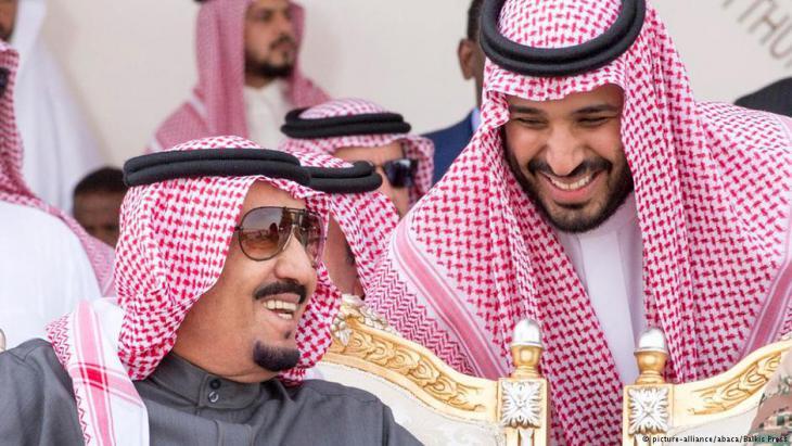 Kronprinz Mohammed bin Salman während einer Militärübung in Riad im März 2016; Foto: picture-alliance/abaca