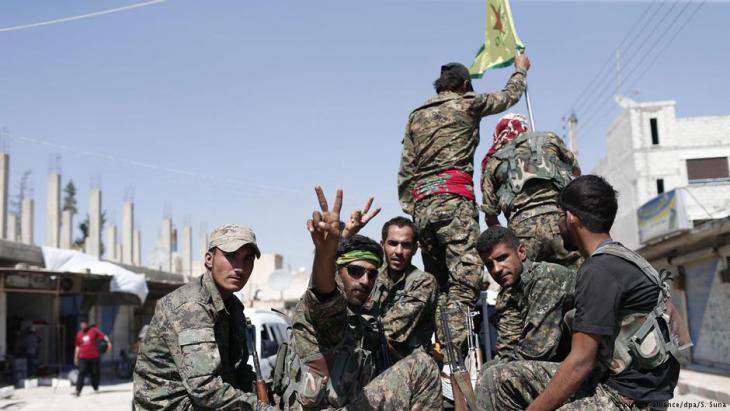 YPG-Einheiten im syrischen Rakka; Foto: picture-alliance/dpa