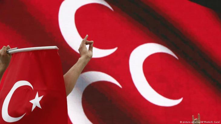 Anhänger der rechtsnationalistischen MHP in Istanbul; Foto: picture-alliance/AP