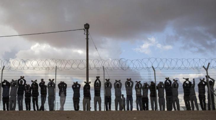 Afrikanische Flüchtlinge im israelischen Haftlager Cholot; Foto: dpa