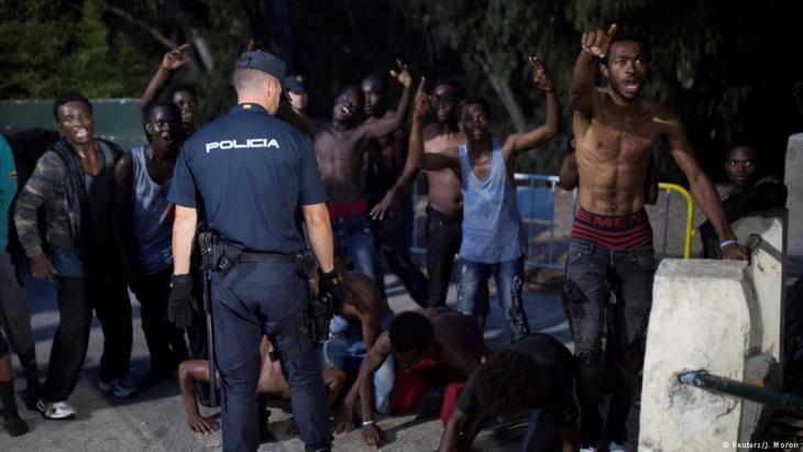 Spanische Polizei schrimt Exklave Ceuta vor afrikanischen Flüchtlingen ab; Foto: Reuters